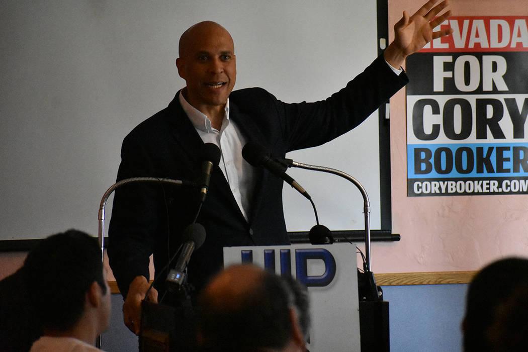 El senador Cory Booker participó en un almuerzo organizado por el grupo Hispanos en la Políti ...