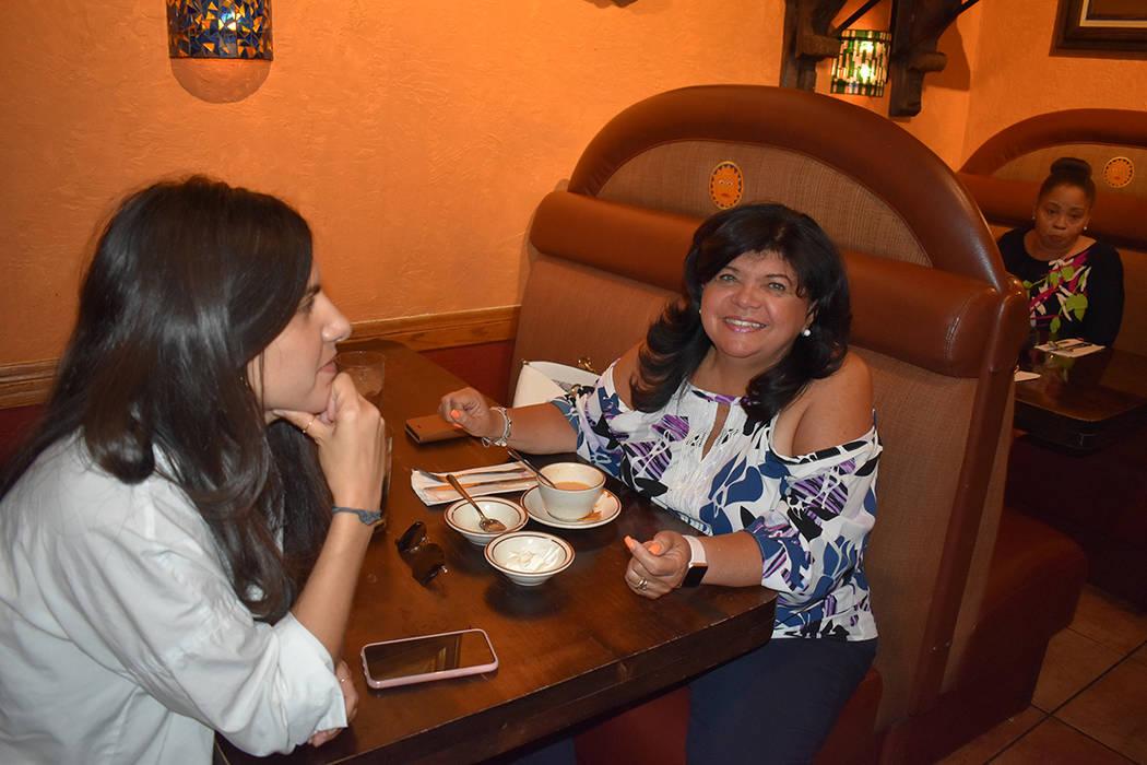 La joven Domenica, hija de Gloria y Arturo Castro, aprovechó la visita de Kamala Harris para s ...