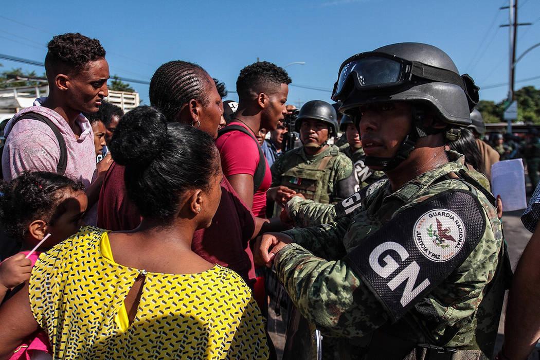 Tapachula, 2 Sep 2019 (Notimex-Isaías Hernández).- Centenares de migrantes africanos esperan ...