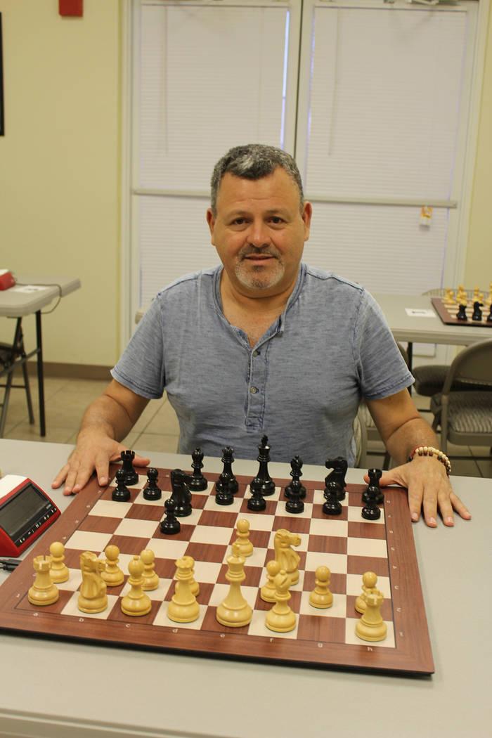 Juan Pablo Jáuregui comenzó su escuela de ajedrez en la cochera de su casa hace 9 años. Vier ...