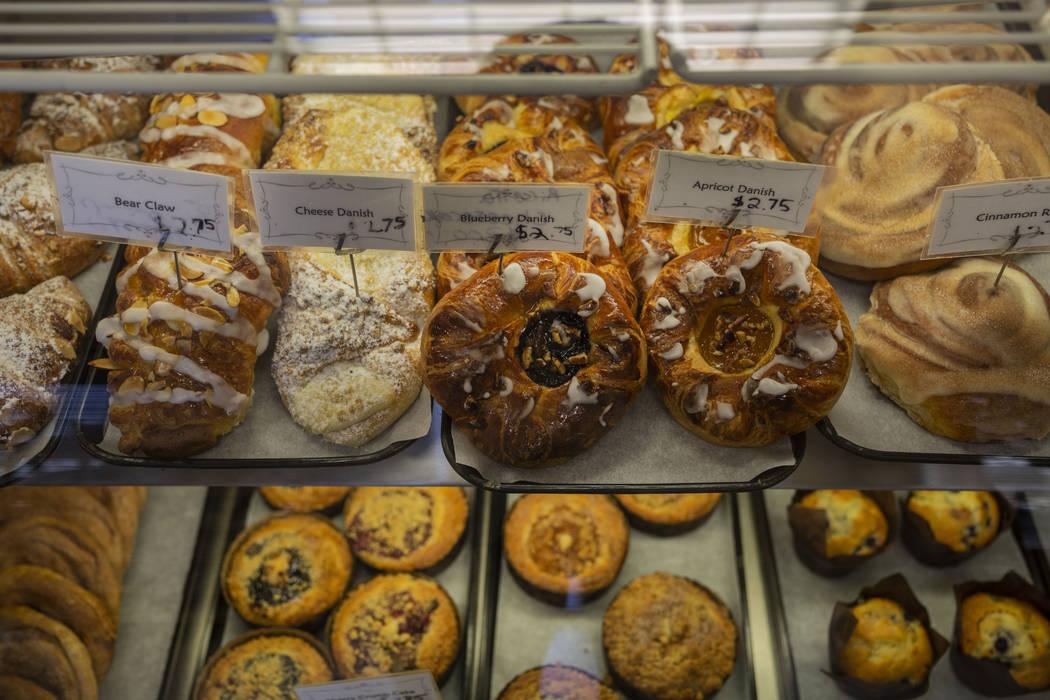 Pan dulce a la venta en la pastelería del Chef Flemming en South Water Street en Henderson el ...