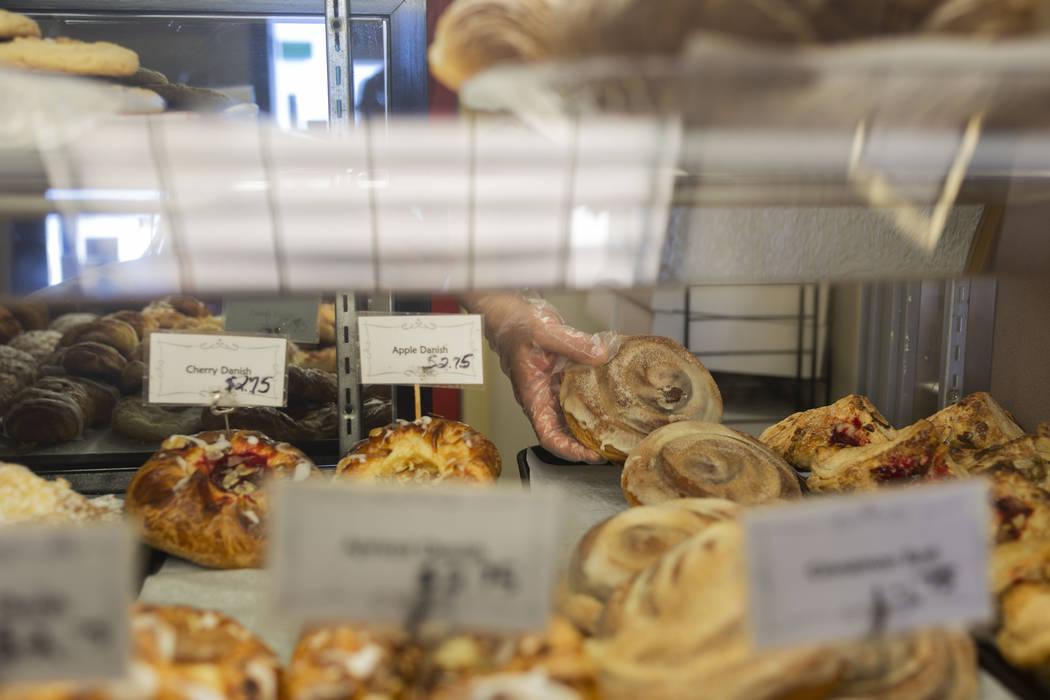 Productos horneados para la venta en la pastelería del Chef Flemming en South Water Street en ...