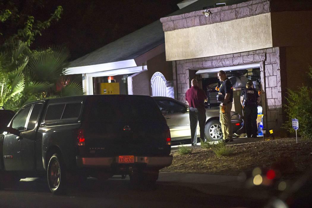 La policía de Las Vegas registra una casa de Spring Valley en relación con un posible homicid ...