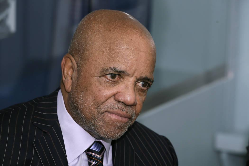 ARCHIVO: En esta foto de archivo del 21 de octubre de 2014, el fundador de Motown Records, Berr ...