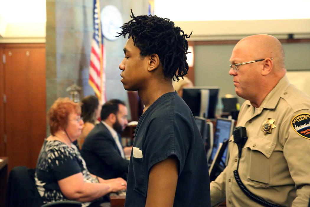 Damion Dill, acusado de matar a Angelina Erives, de 11 años, salió de la sala después de su ...