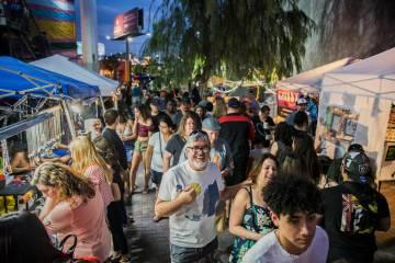 """Las calles del Distrito de las Artes se llenan durante el evento """"Beat Street"""" del primer viern ..."""