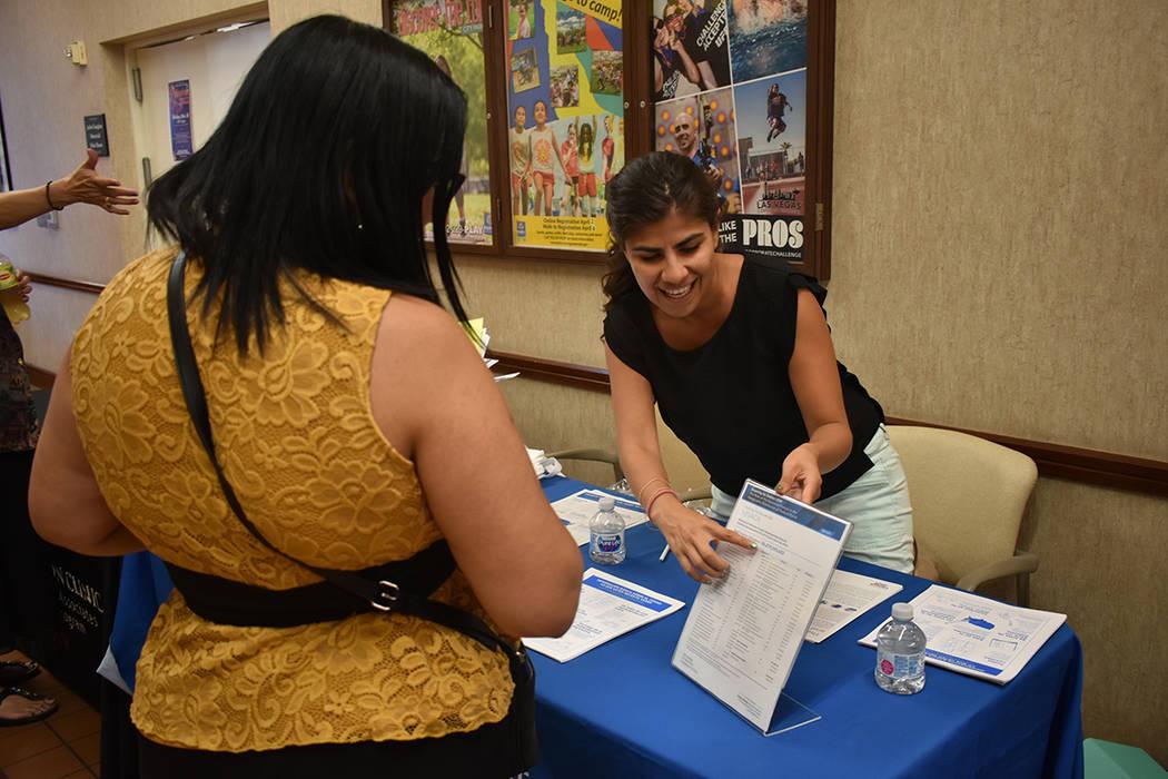 Arlene Álvarez explicó a los asistentes la importancia de participar en el Censo 2020. Miérc ...
