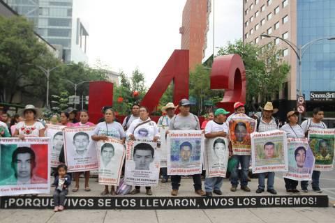 ARCHIVO. Ciudad de México, 26 Ago 2019 (Notimex-Guillermo Granados).- Marcha de los familiares ...