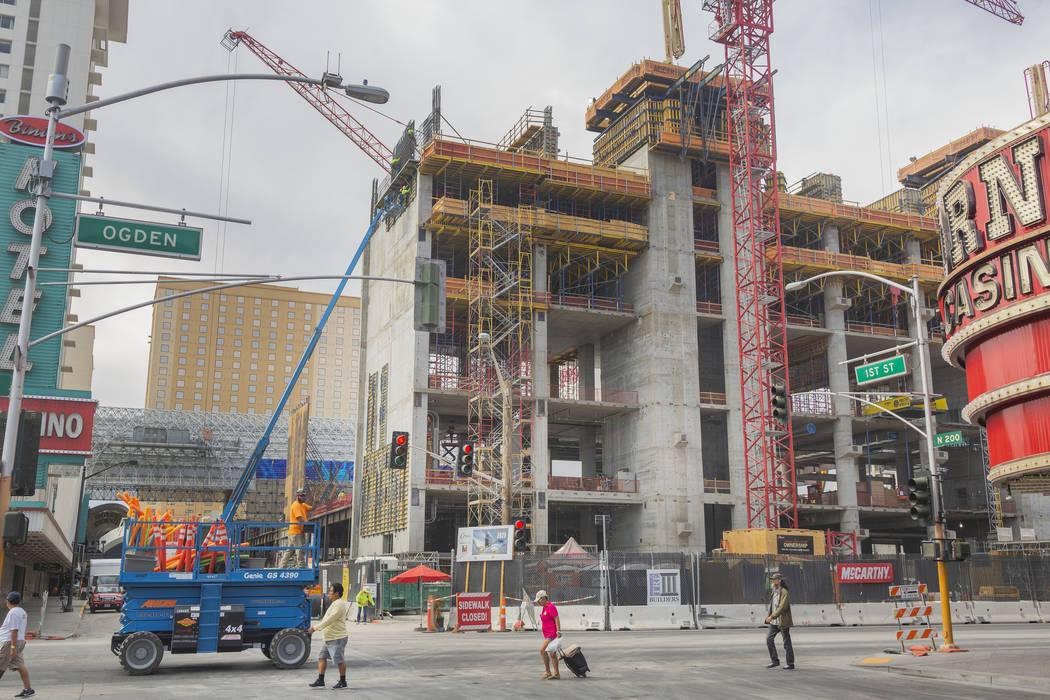 El jueves, 5 de septiembre de 2019, continúa la construcción del casino-hotel Circa en el bor ...