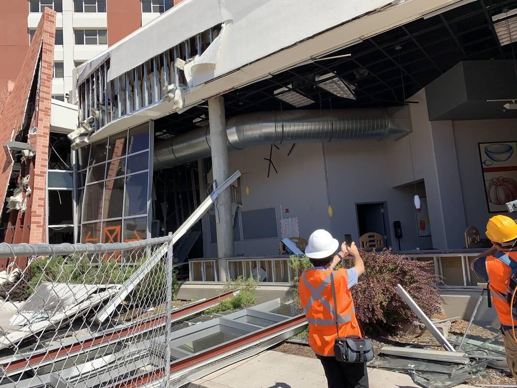 El exterior del Argenta Hall de la Universidad de Nevada, Reno, luego de las explosiones del 5 ...