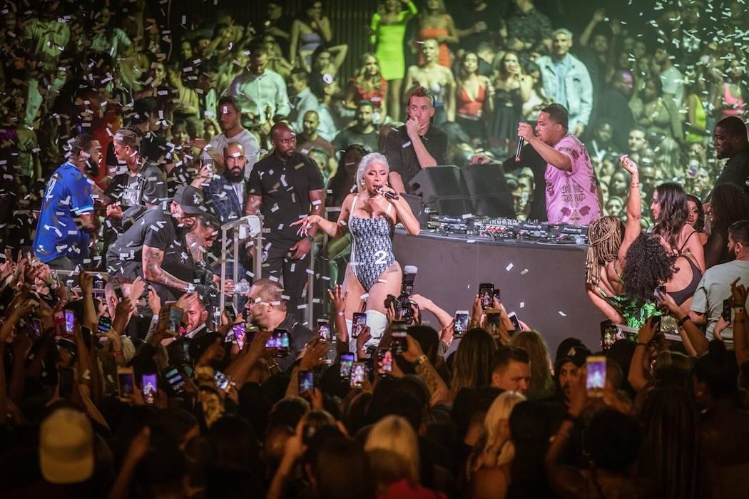 Cardi B cantando en el Kaos Dayclub y Nightclub del Palms el sábado, 15 de junio de 2019. (Ton ...