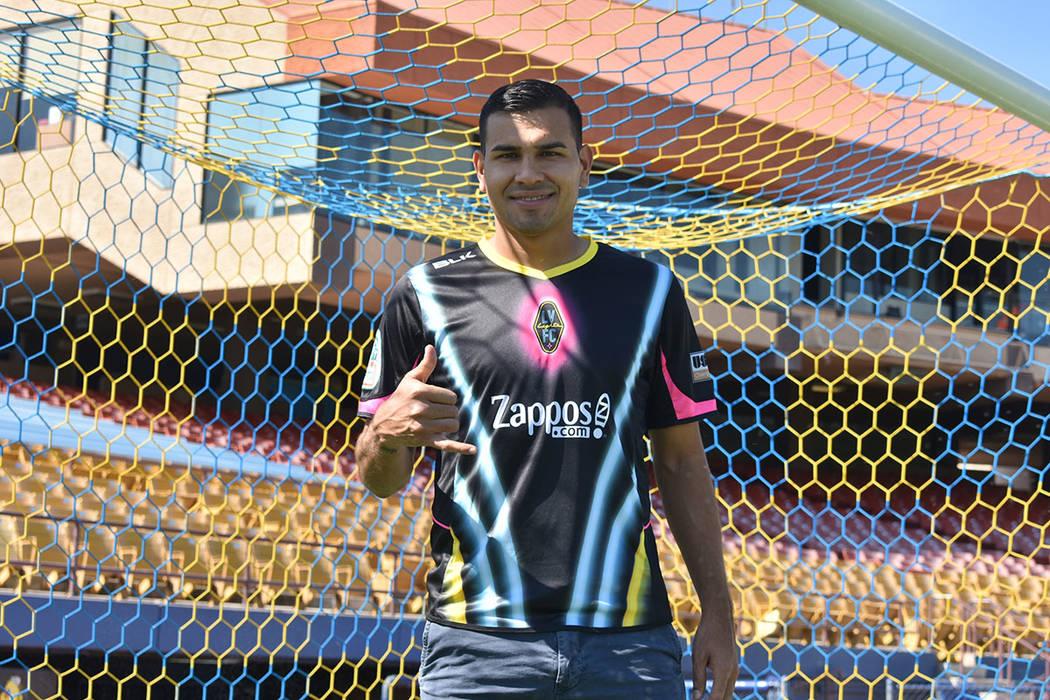 El futbolista Junior Sandoval pide a la comunidad centroamericana seguir celebrando su Independ ...