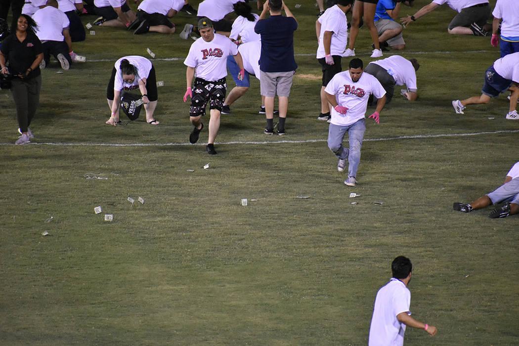 200 aficionados tuvieron la oportunidad de participar en la actividad de medio tiempo, en la cu ...