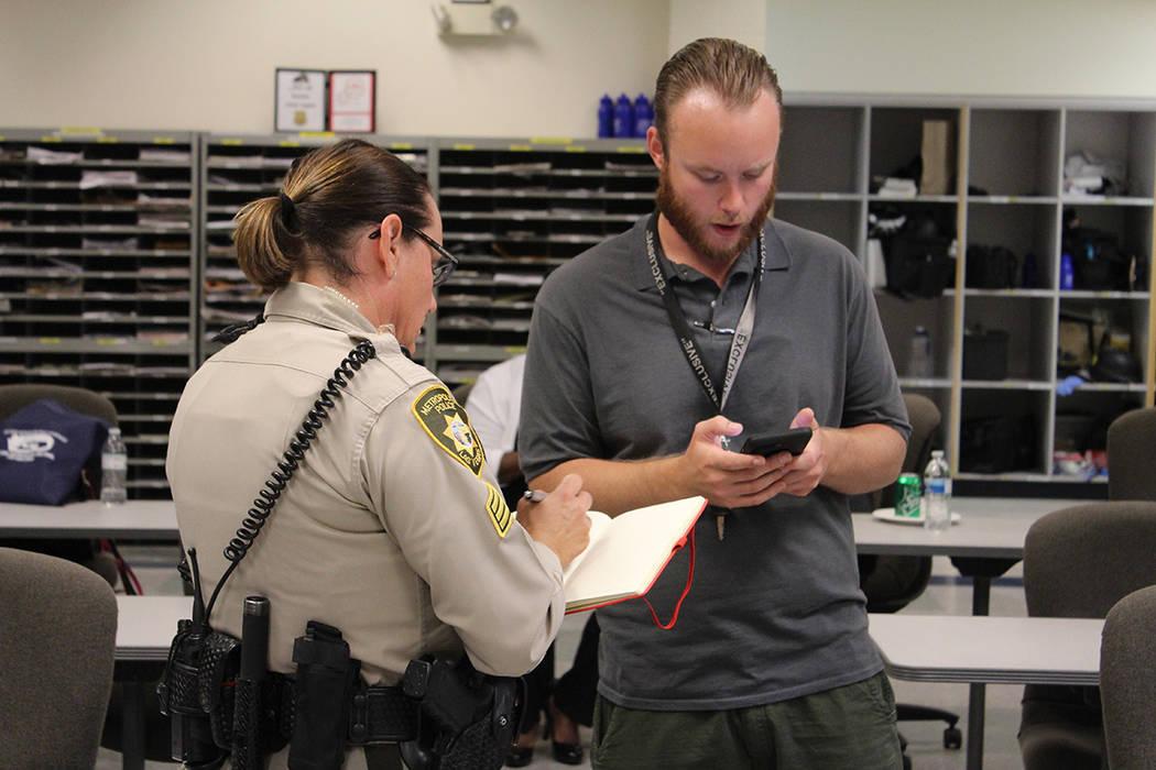 Aproveche los eventos de la policía para presentar cualquier situación a un oficial. Martes 3 ...