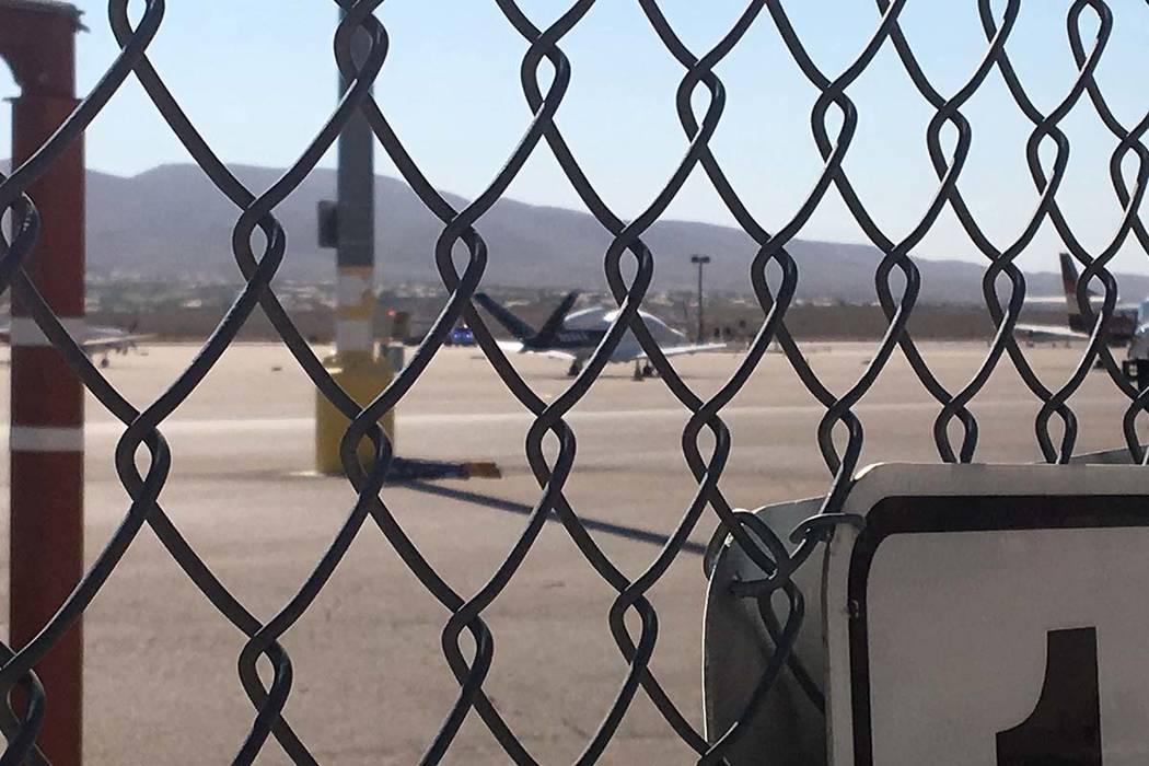 Nadie resultó herido el domingo por la mañana después de que un avión aterrizó de emergenc ...