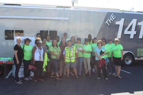 Se formaron varios grupos de voluntarios para abarcar varios lugares de Las Vegas. Sábado 31 d ...