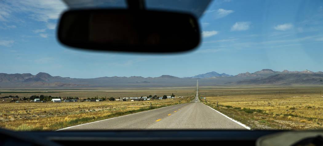 Entrando en Rachel a lo largo de la Carretera Extraterrestrial/Ruta Estatal 375, donde Little A ...