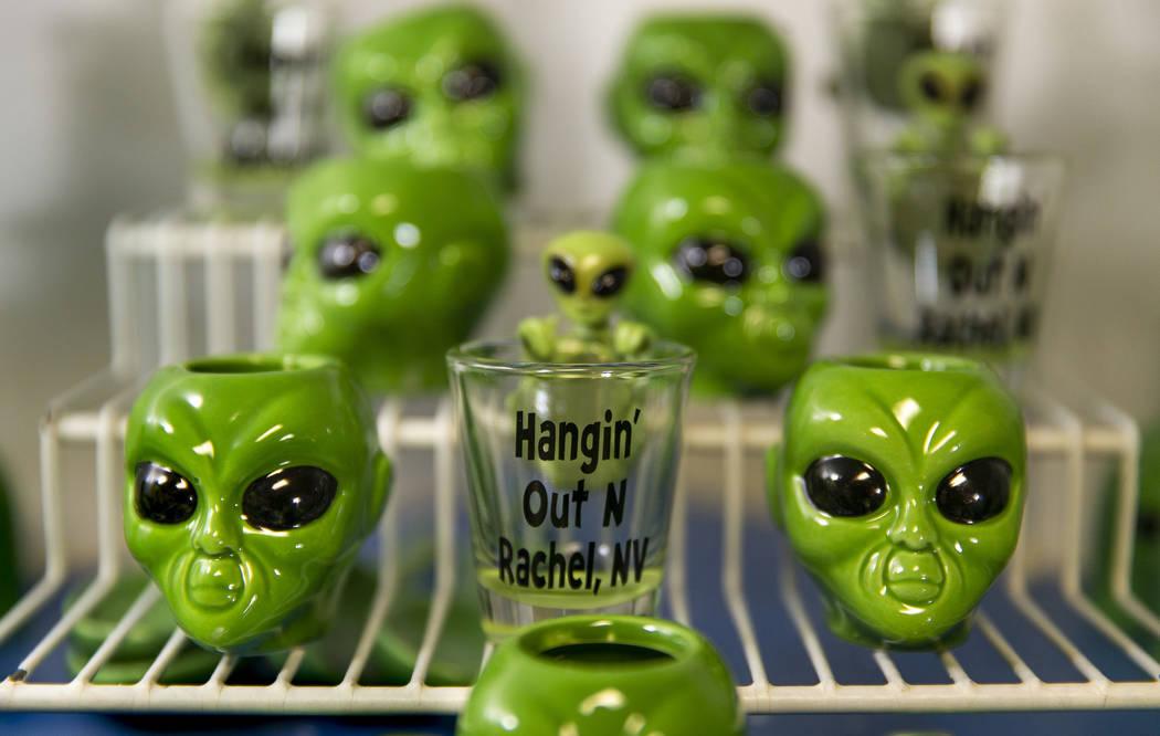 Caballitos de aliens para la venta en el restaurante del Little A'Le'Inn, que será un lugar de ...