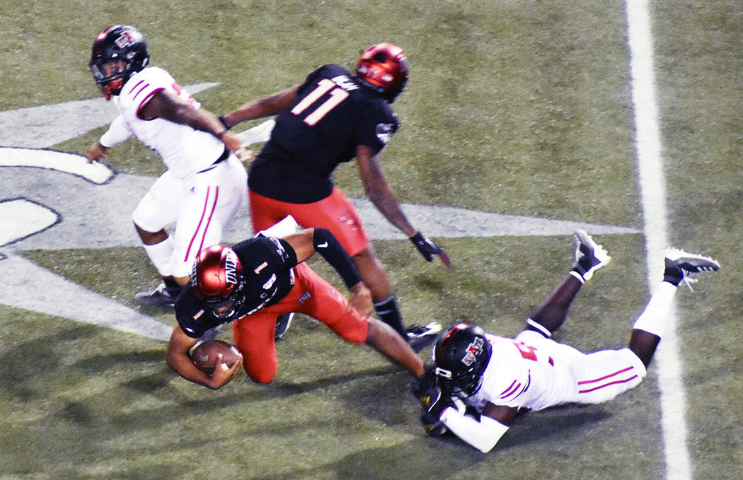 "Los ""Red Wolves"" pulverizaron la defensa de los ""Rebels"". Arkansas State dominó a UNLV ..."
