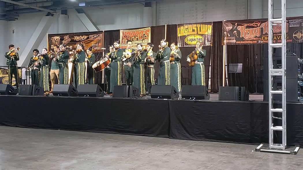 Lowriders Super Show contó con la participación del mariachi Oro de Rancho High School. Domin ...