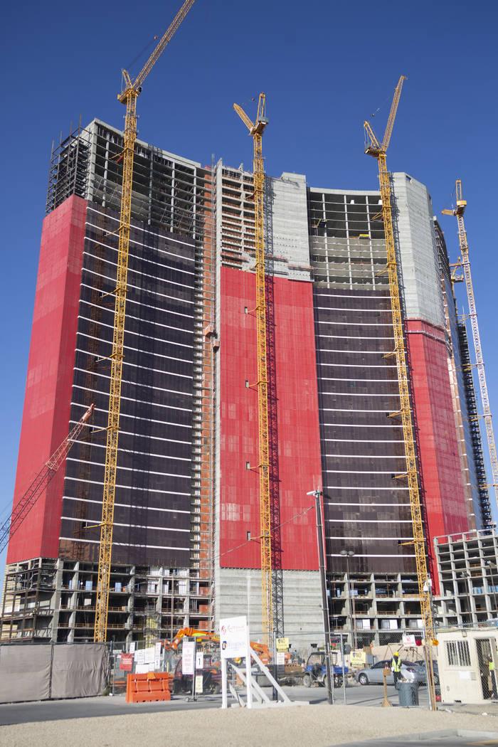 La construcción continúa en Resorts World Las Vegas el jueves, 29 de agosto de 2019 en Las Ve ...