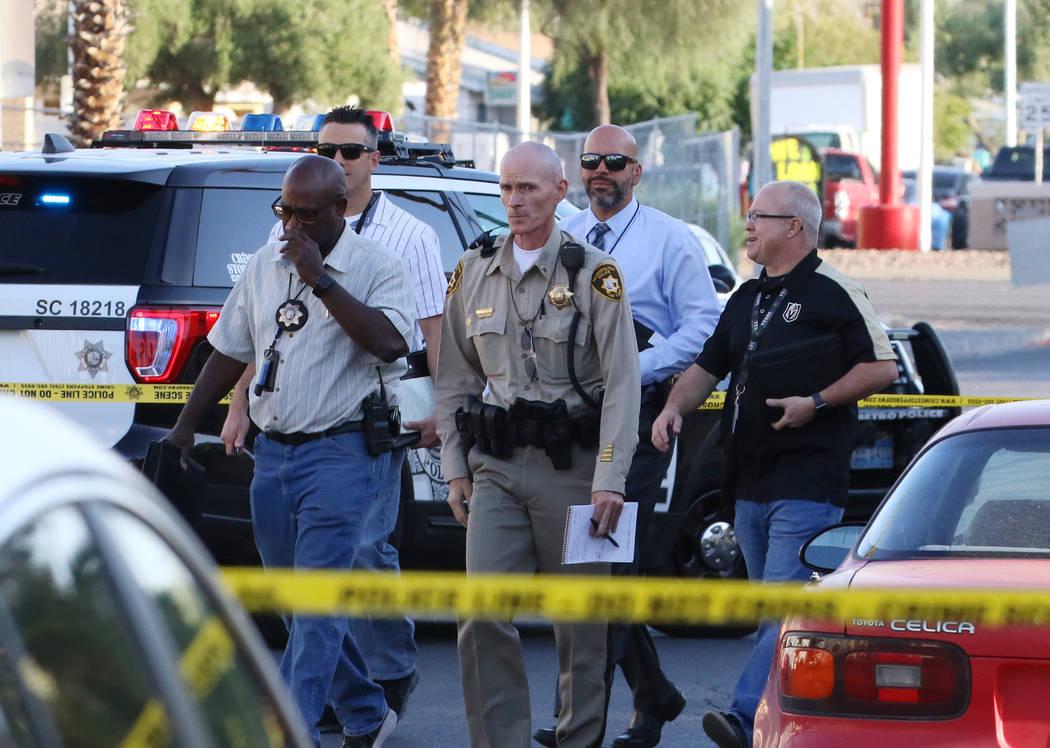 La policía de Las Vegas investiga después de que una mujer fue apuñalada en el complejo de a ...