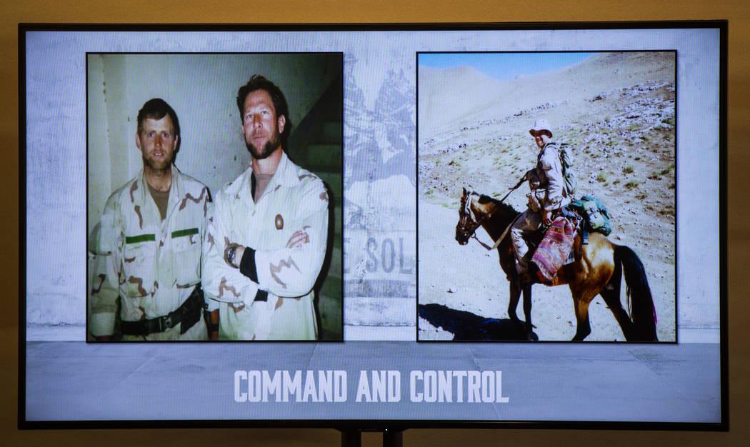 """Una imagen de Mark Nutsch, comandante de la unidad de Fuerzas Especiales """"Horse Soldiers"""", izqu ..."""