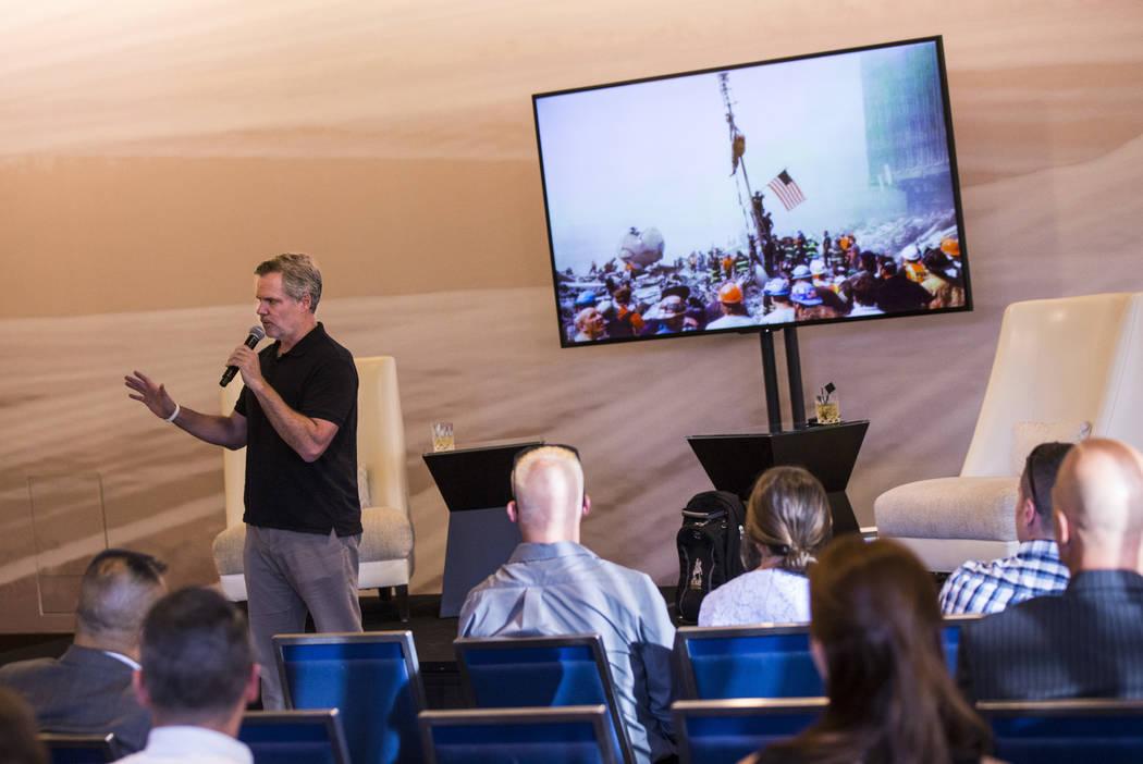 """El director ejecutivo de MGM Resorts International, Jim Murren, habla durante el evento """"Whisky ..."""
