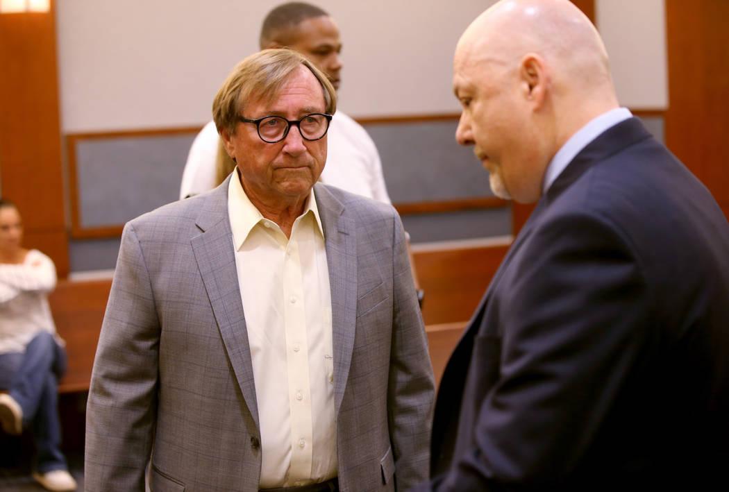 Rossi Ralenkotter, a la izquierda, habla con su abogado, Tony Sgro, en la corte el martes, 10 d ...