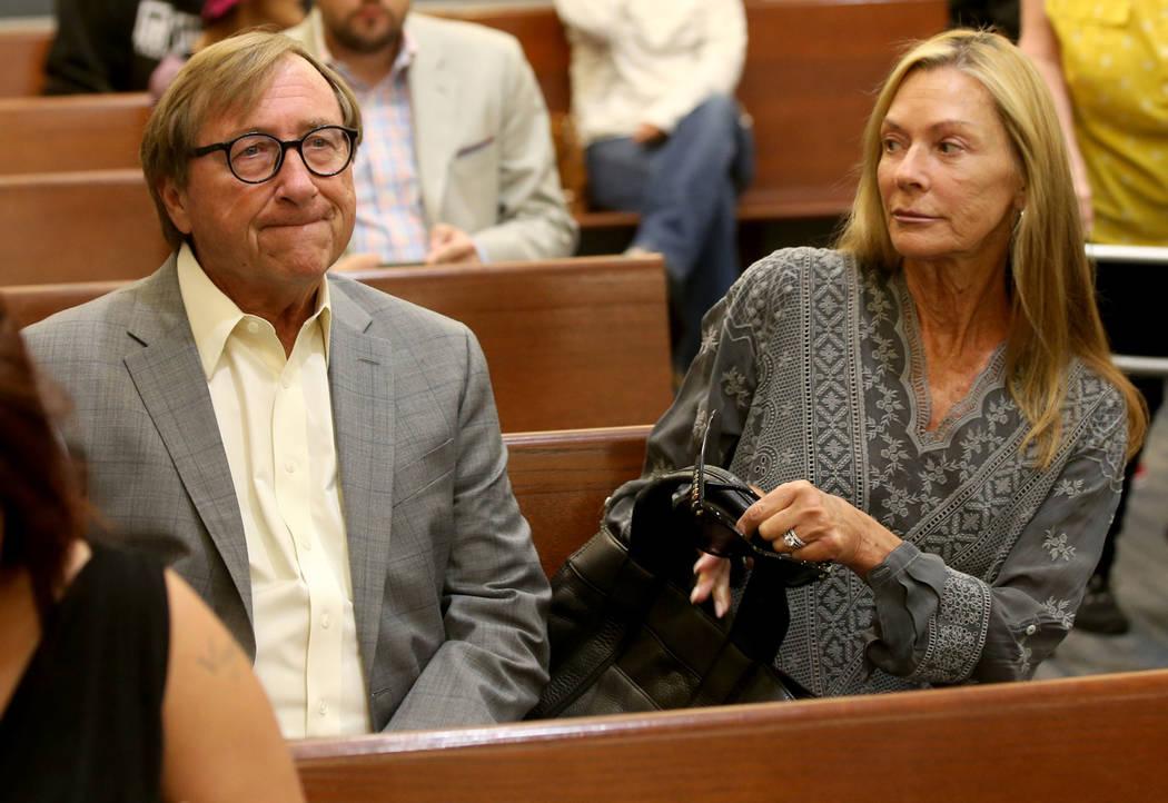 Rossi Ralenkotter, sentado a la izquierda, en la corte el martes, 10 de septiembre de 2019. (Ke ...