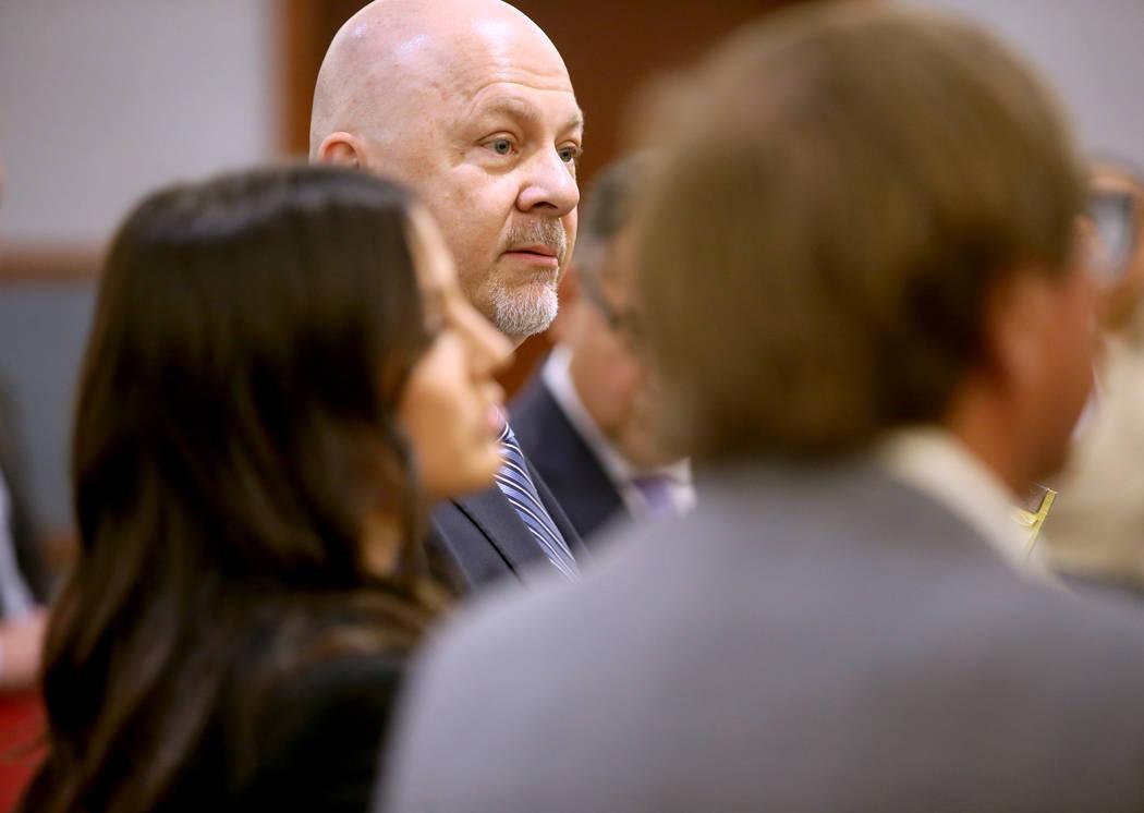 El abogado Anthony Sgro, del centro, habla en nombre de su cliente, Rossi Ralenkotter, CEO reti ...