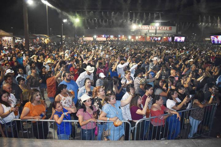 Broadacres Marketplace se ha convertido en el lugar favorito de los latinos en Las Vegas.Sábad ...