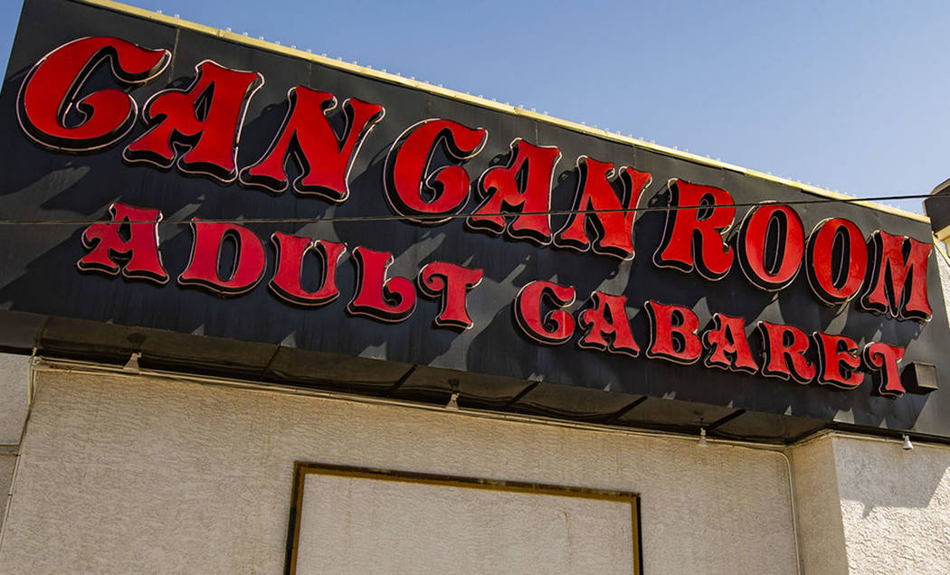 El propietario del terreno donde se asienta The Can Can Room en Las Vegas, demandó al dueño d ...