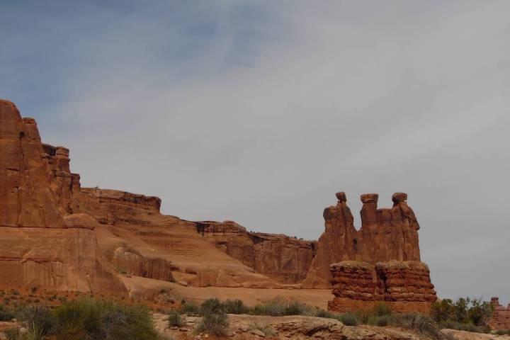"""La formación de arenisca """"Three Gossips"""" en el Parque Nacional Arches. (Natalie Burt)"""