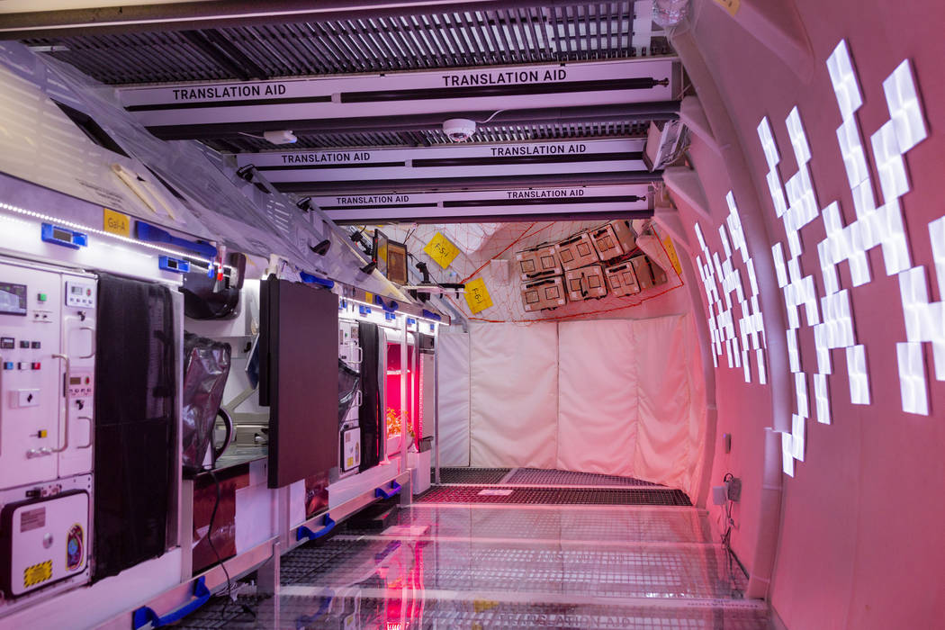 La cocina en B330 Mars Transporter Testing Unit en Bigelow Aerospace en North Las Vegas el juev ...