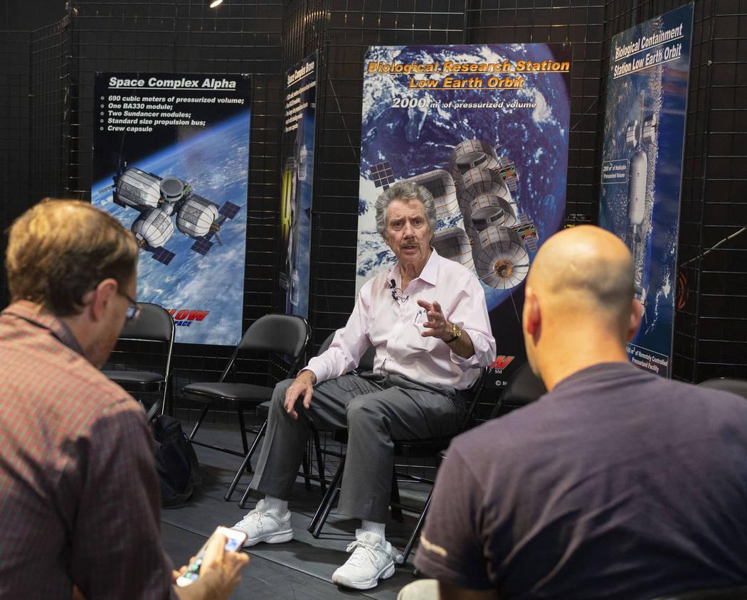 El propietario de Bigelow Aerospace, Robert Bigelow, explica las próximas fases para el B330 M ...