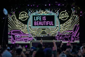 ARCHIVO.- El DJ holandés Sam Feldt se presenta en el escenario de Fremont el segundo día del ...