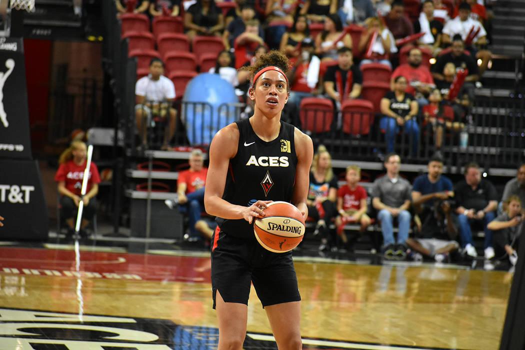 Dearica Hamby (5) tuvo una destacada participación en el juego entre Las Vegas Aces vs Chicago ...