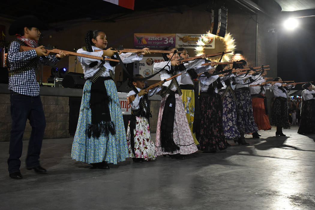 Ballet Folclórico Libertad de Las Vegas se presentó con una intervención muy mexicana. Viern ...