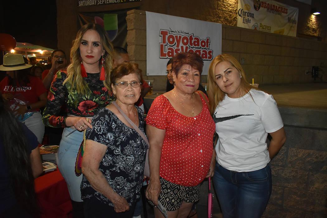 Las ganadoras de la rifa de El Tiempo se mostraron contentas con sus obsequios. Viernes 13 de s ...