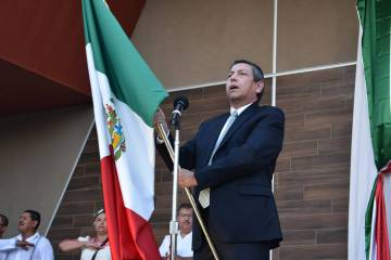 El cónsul de México en Las Vegas, Emb. Alejandro Madrigal, encabezó la ceremonia oficial de ...