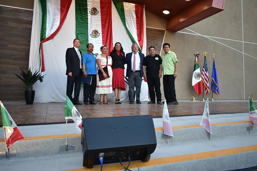 Organizadores y funcionarios celebraron juntos el aniversario del inicio de la Independencia de ...