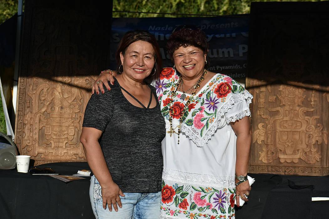 La Dra. Nasle Teyer y Ciria Sosa compartieron historia con los asistentes al presentar las Rép ...