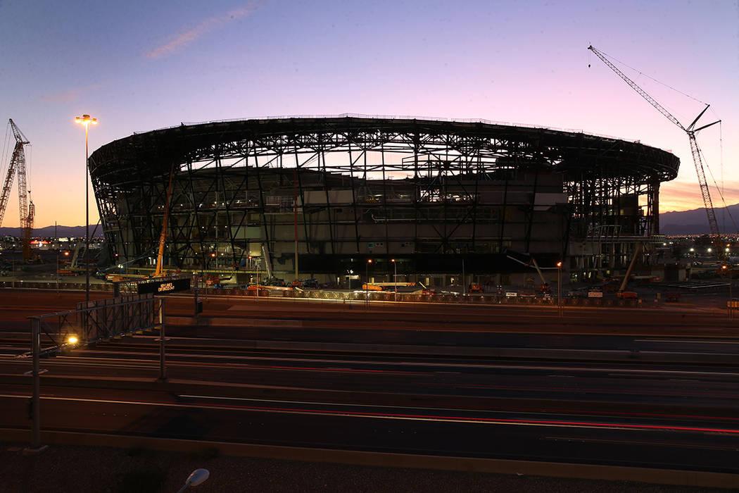 Estadio Allegiant durante la puesta de sol en Las Vegas el 7 de septiembre de 2019. (Erik Verdu ...