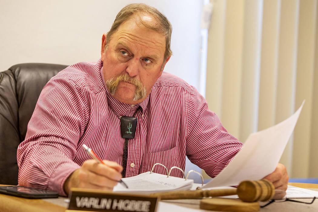 El presidente Varlin Higbee escucha los comentarios mientras la Junta de Comisionados del Conda ...
