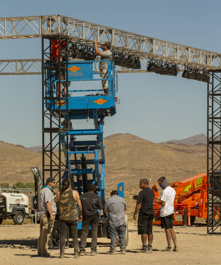 Un equipo de Desert Labor junto con Dream Entertainment continúa trabajando en el escenario pa ...