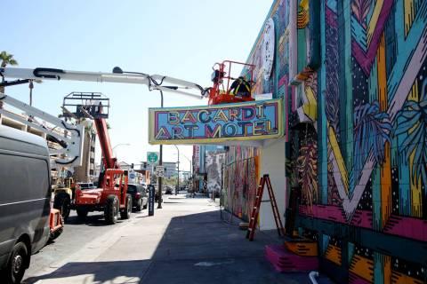 El Bacardi Art Motel se está preparando para el festival de música Life is Beautiful en el ce ...