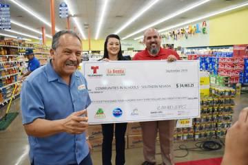 Se recaudaron donaciones monetarias de clientes en todas las ubicaciones de Supermercados La Bo ...