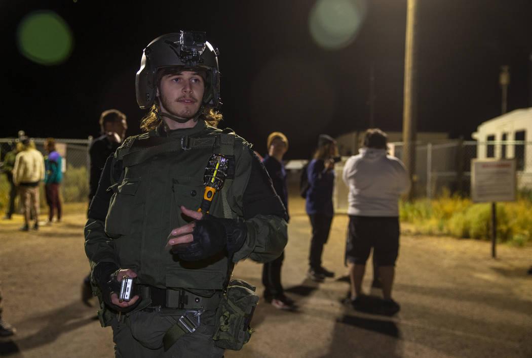 Nathan Brown, de Portland, Oregón, llega a la puerta trasera del Área 51 en homenaje a la ide ...