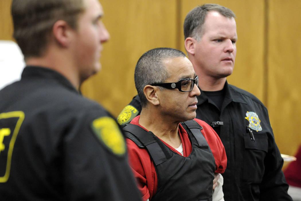 En esta foto de archivo del 17 de noviembre de 2011, Ernesto González, miembro de la pandilla ...